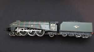 HORNBY  MALLARD  60022  TRAIN and TENDER   GOOD WORKING CONDITION