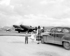 Family waves bye to pilot of Twin-Engined F-82 Mustang 8x10 Korean War Photo 11