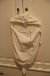 Kaloo Baby Nest / Wrap / Cocoon Soft Cuddly Microfibre with Matching Shoes White