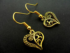 A PAIR OF DANGLY GOLD COLOUR   HEART  EARRINGS.  NEW.