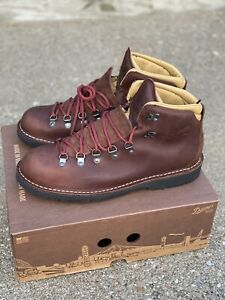 Danner Mountain Pass Boots 33293 Men's Size 10 EE Wide / EUR 44 Mink Oil Hiking