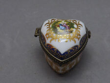 Jolie ancienne boite,en porcelaine, Limoges France, Hand paintig