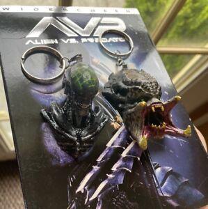 Alien Vs. Predator Horror Movie Replica Memorabilia Keychains