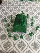 Plastic Tank Military Model  14 Army Soldiers
