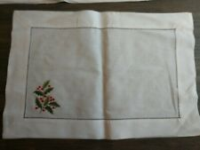 Williams Sonoma 4 Embroidered Placemats Holly Berries Christmas