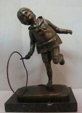 Estatua Niño Art Deco Estilo Art Nouveau Estilo Bronce sólido Firmado