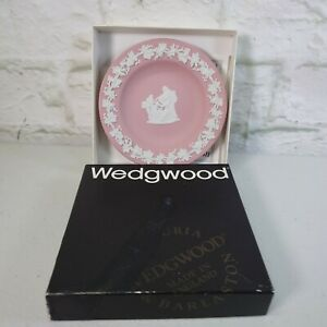 i3) Wedgwood pink and white Jasperware trinket/pin dish