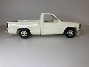 AMT/ERTL #6141, 1992 CHEVROLET SILVERADO SPORTSIDE PICKUP TRUCK WHITE