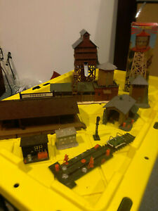 HO Train Buildings and Accessories
