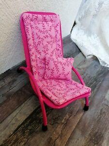 Pink farbener Miniatur-Metall-LIEGESTUHL mit Kissen,Puppenstube,Terrasse balkon