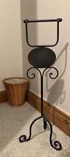 Black standalone toilet roll holder