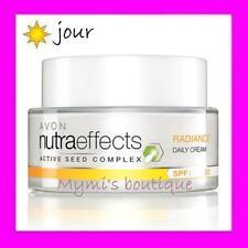 Crème de jour régénérante et illuminante AVON NUTRA EFFECTS Radiance (solutions)
