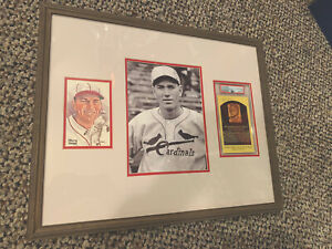 Dizzy Dean Signed Hall Of Fame Post Card Display 16x20 PSA
