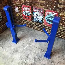 Hydraulic 2 Post Car Lift 1:24 Scale for Diorama Garage / Workshop