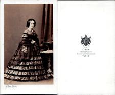 Ken, Paris, Femme en robe à volants en pose, circa 1860 CDV vintage albumen -