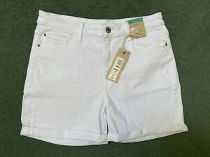 LADIES MARKS AND SPENCER WHITE SHORT SCULPT AND LIFT DENIM SHORTS SIZE 14 BNWT