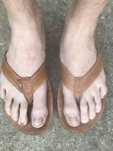 Men's well worn Rainbow Sandals Classic Tan leather flip flops Extra Large 11-12
