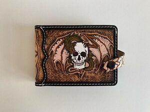 Portefeuille style porte billet en cuir repoussé  motif: skull avec dragon