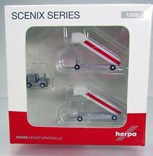 Herpa Wings 551809  Historische Fluggasttreppen mit Schlepper -  Scale 1/200