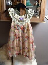 Purple soft coloured sleeveless top with butterfly print S/M