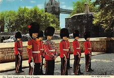B100292 the tower guard at the tower of london  military militaria  uk