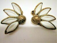 Vtg. Crown Trifari Signed White Enamel & Gold Plate Daisy Flower Clip Earrings