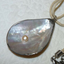 Pearl & Mother of Pearl Silver Tone Pendant/Necklace E140
