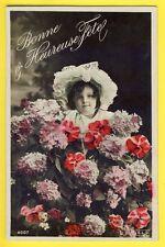 SUPERBE CPA de 1907 Jeune Fille Fleurs Chapeau Dentelle BONNE et HEUREUSE FÊTE