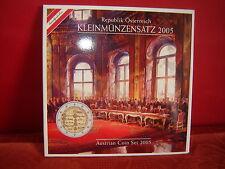 (AUT 45) COFFRET AUTRICHE  2005   8 PIÈCES BRILLANT UNIVERSEL