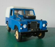 BRITAINS   1/32 SCALE S.W.B LAND ROVER  1975 with DRIVER,