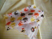 coupons tissu  vichy jaune  +  tissu  blanc organza  brodées fleurs