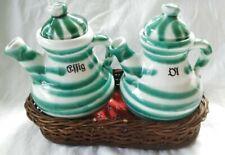 2 Gmundner Keramik grün geflammt Kännchen f. Essig+Öl mit Korb 1960/70 (A3690)