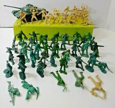 60 Plastic Army Men Green & Khaki + 1 Tank