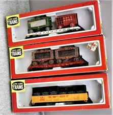 LOT 3 VINTAGE HO TRAIN CARS, 2 CIRCUS CARS & GONDOLA W/ REMOVABLE CONTAINERS