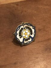Vintage Leeds United AFC Retro Pin Badge football