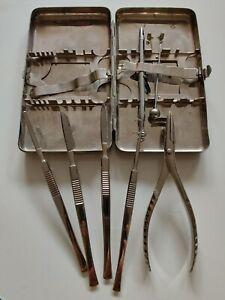Alte medizinische Instrumente  in Metallschatulle. Evtl.  Anatomie-set