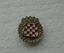 CROATIA ARMY CREST COAT OF ARMS 1990 WAR TIME METAL CAP BADGE HAT