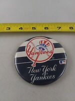 Vintage NEW YORK YANKEES baseball pin button pinback *EE78