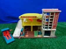 Vintage Fisher Price #930 Little People Garage