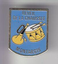 RARE PINS PIN'S .. MUSIQUE FANFARE TAMBOUR CLAIRON LA CHAUSSEE MONTARGIS 45 ~DE