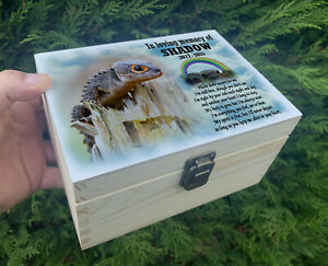 Personalised pet Lizard wooden urn for ashes, Memorial keepsake box.