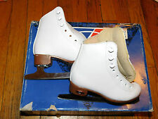 NEW PAIR OF RIEDELL WOMENS F121 FIGURE SKATES WHITE  MED WIDTH SAPPHIRE BLADE