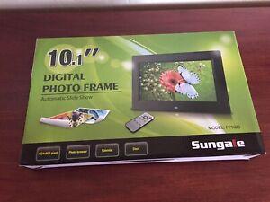 "Sungale PF1025 10.1"" Digital Photo Frame"