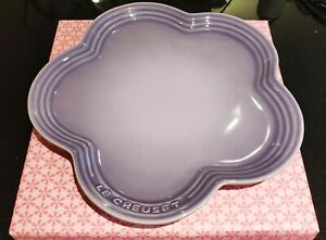 New in Sakura Gift Box Le Creuset Large 23cm Flower Plate - Bluebell Purple