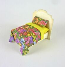 Dollhouse Miniature Artisan Quarter Scale 1:48 Yellow Floral Bed
