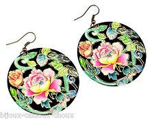 Boucles d'oreilles couleur or fleur sur fond noir bijou earring