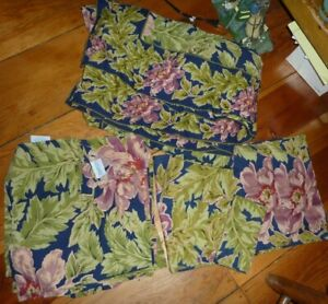 April Cornell Tablecloth W/ Matching Placemats, Napkins, & Runner