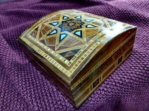 Vintage Middle Eastern / Egyptian wood & MOP Inlaid Marquetry Box.