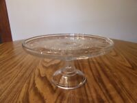 CAKE STAND/PLATE FOOTED PATTERN GLASS WITH RIM MEDIUM SIZE