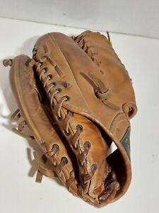 Vintage Caprico IIII A Continental Leaguer Fielder's Glove Keft  Hand Thrower